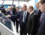 Президент РФ Владимир Путин посетил стенд ТМК на Иннопроме